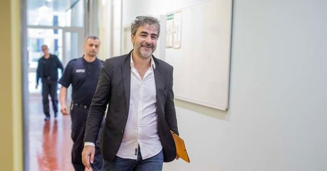Ο Γερμανο-Τούρκος δημοσιογράφος Denis Yücel συνελήφθη και αργότερα απελευθερώθηκε από τις τουρκικές αρχές